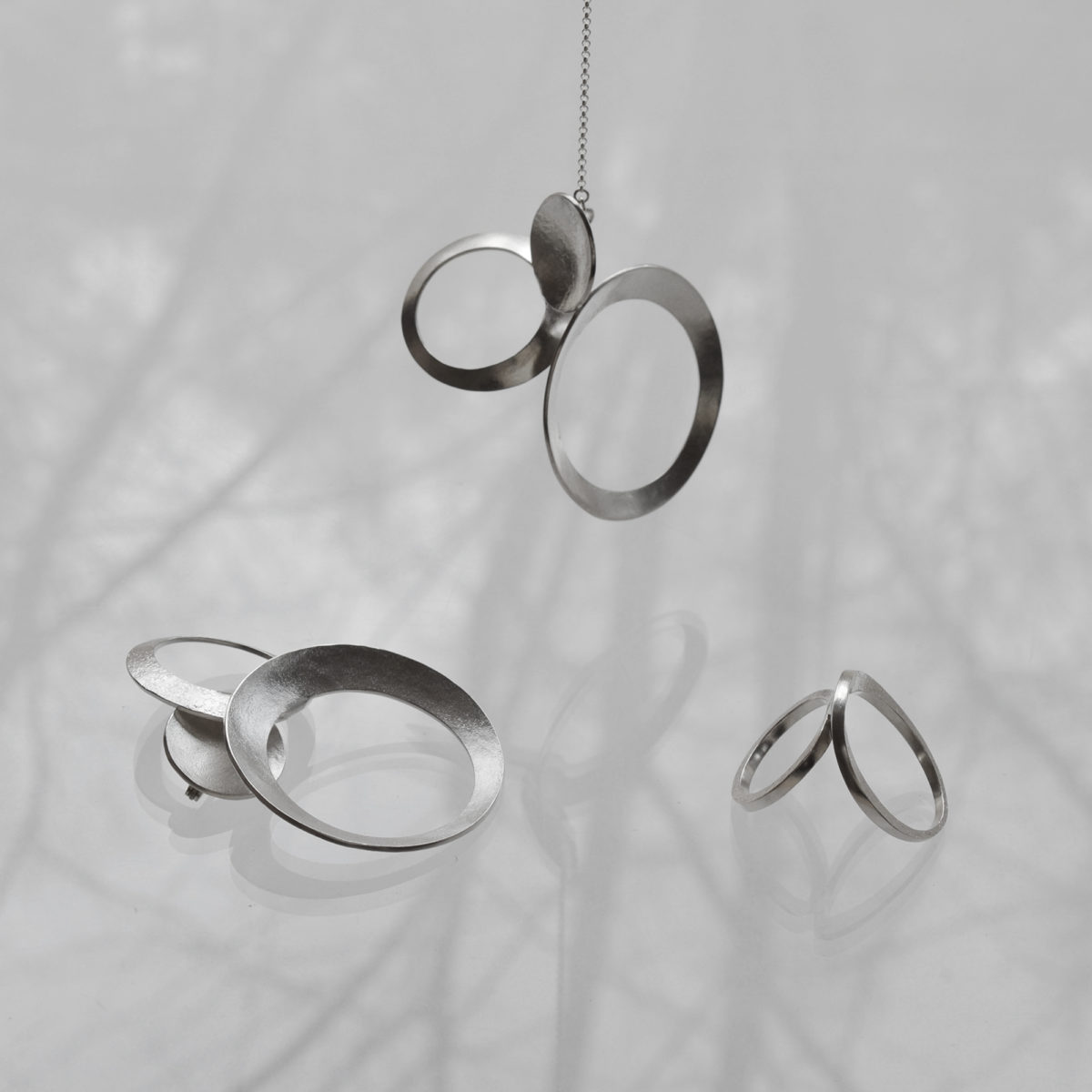 2020_time-goes-on_jewelry